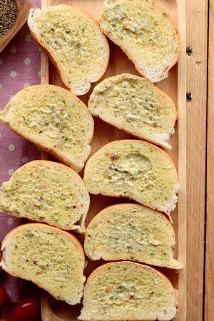 making bread: Pane all'aglio di erbe delizioso con fare il pane