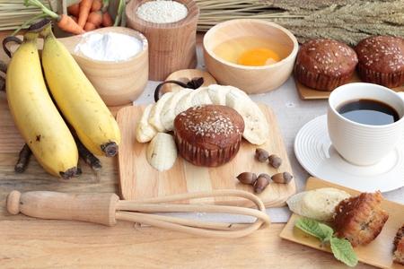 platano maduro: Pastel de pl�tano de la deliciosa y pl�tano maduro con caf� Foto de archivo