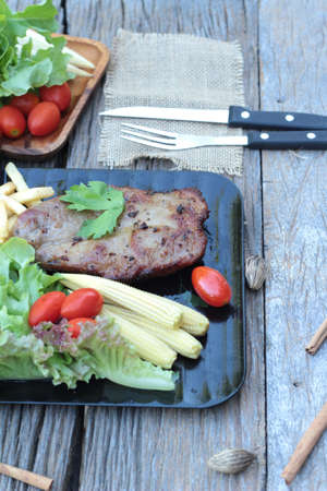 pus: Pork steak of delicious with vegetable and tomato