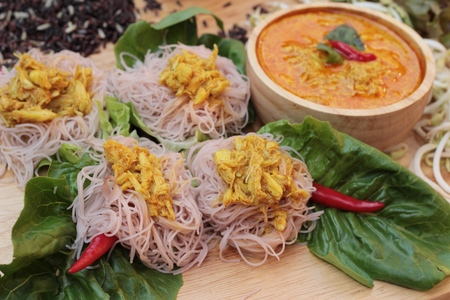 coconut crab: Thai curry with riceberry rice noodle
