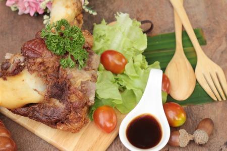 comida alemana: codillo de cerdo frito es comida tradicional alemana