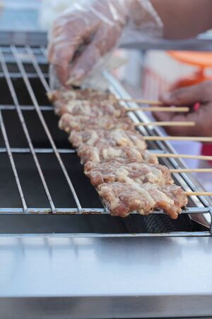 grill: Grill pork on stove grill