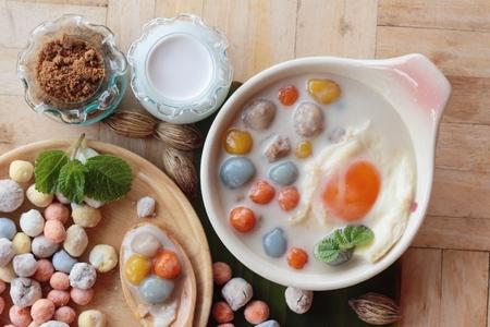 코코넛 밀크와 계란에 다채로운 만두