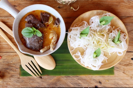long bean: Chicken curry coconut milk with rice noodle
