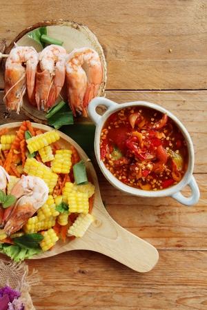 green papaya salad: Spicy corn salad with shrimp is delicious