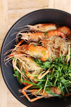 Baked shrimp with glass noodles is delicious Banque d'images