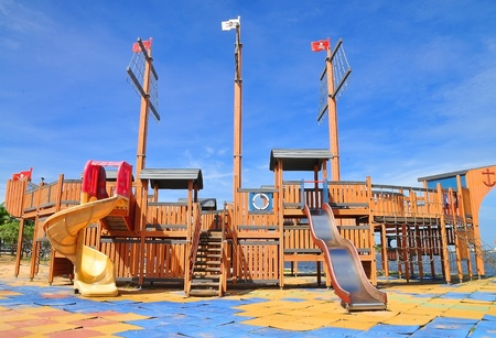 jardin de infantes: Zona de juegos para ni�os coloridos para centrarse en deslizador