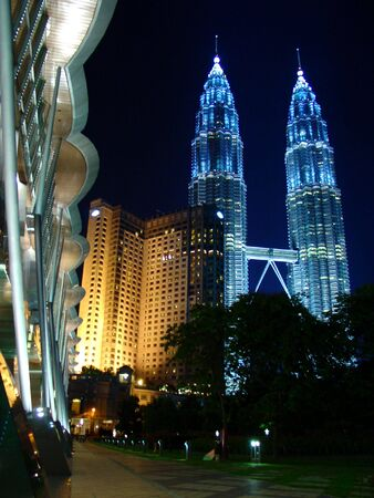 kl: Petronas Twin Towers as the main subject, supported by Mandarin Oriental Hotel, framed by KL Convention Centre