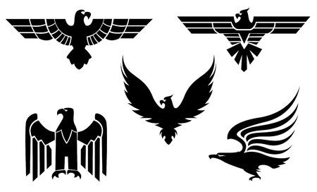 silhouette aquila: Aquila simbolo isolato su bianco per la progettazione del tatuaggio  Vettoriali