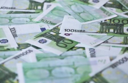 banconote euro: Un centinaio di banconote in euro per concetti di business e finanza