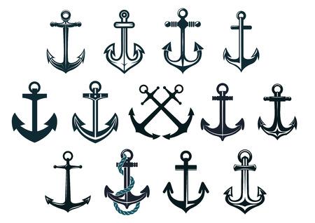 海洋および紋章の設計のための白で隔離されるアンティークやビンテージの海洋アンカー セット