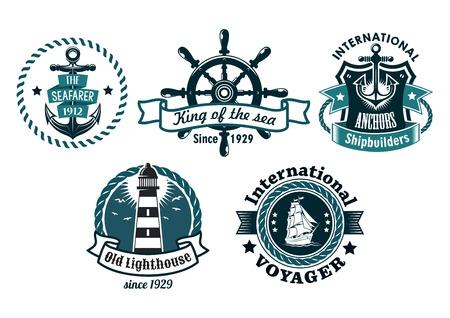 voile: Embl�mes de vecteurs th�matiques nautiques ou badges avec texte divers repr�sentant une ancre de navires, phare, roue, bateau � voile de haut avec des fronti�res de la corde, des banni�res et un bouclier, bleu sur blanc Illustration