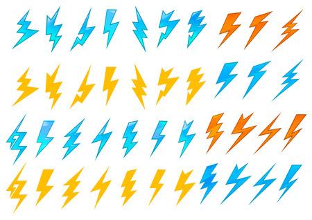 Kleurrijke bliksemschichten of elektrische pictogrammen tonen verschillende zigzag patronen in rood, oranje en blauw, vector illustratie op wit