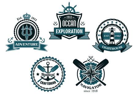 Nautische en mariene emblemen of pictogrammen met ankers, helmen, lighthousesoars, drietand en rond touwen