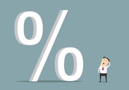 Empresario Bemused mirando al gran símbolo de porcentaje, para el crédito de alto costo o el aumento de la tasa de interés
