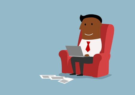 trabajando en casa: De dibujos animados hombre de negocios estadounidense que trabaja con ordenador portátil y sentado en un sillón cómodo. oficina en el hogar o la tecnología inalámbrica concepto de diseño
