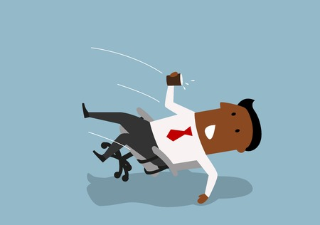 Abgelenkt Cartoon afrikanischen amerikanischen Geschäftsmann fallen nach hinten in einem Bürostuhl, Wasser aus Pappbecher zu verschütten. Distraction und Unfall am Arbeitsplatz Konzept