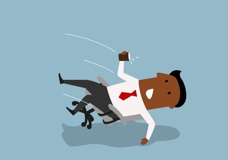 cartone animato Distratto africano uomo d'affari americano cadere all'indietro in una sedia da ufficio, versare l'acqua dal bicchiere di carta. Distrazione e infortunio sul concetto di posto di lavoro