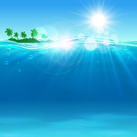 Tropische Insel mit Palmen am Meer in sonnigen Sommertag mit Sonnenflecken und Sonnenstrahlen auf blauen Wellen. Seascape Hintergrund für Urlaub und Reise-Design