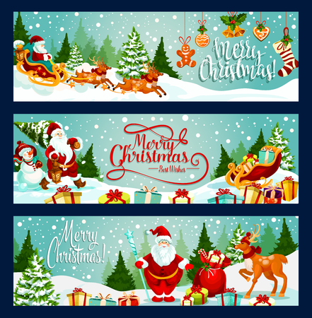 Vrolijke Kerstmisgroet en wensenbanners voor het ontwerp van het de wintervakantieseizoen. Vectorkerstman met giftenzak, rendier en slee bij Kerstboom, de hulstkroon van de Nieuwjaardecoratie, sok en gouden klok