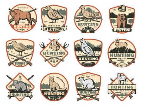 Insignes de club de chasseurs ou de société de chasse avec des animaux sauvages et chasser les fusils à munitions et les pièges. Buffle de safari africain de vecteur, oiseau de tétras ou de bécasse, loup et renard ou lynx et ours pour l'aventure de la saison ouverte