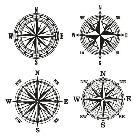 Boussoles anciennes avec cadrans ornés ou rose des vents. Signes marins nautiques rétro de topographie avec longitude et latitude. Panneaux vectoriels de navigation et d'orientation avec étoile au milieu
