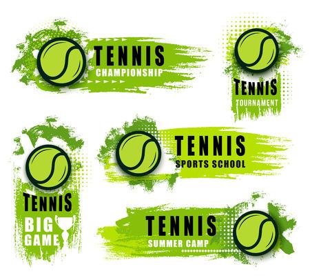 Club de deporte de tenis o iconos vectoriales de juego de campeonato. Vector aislado etiquetas e insignias de bolas y manchas verdes voladoras. Artículos deportivos en el anuncio del torneo, escuela de tenis.