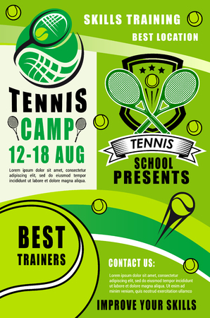 Tennis sport rackets, balls and green court field Foto de archivo - 113538183