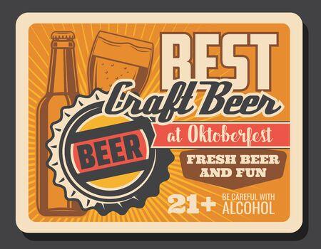 Bottiglia di birra e bicchiere di artigianato bere poster retrò del festival tedesco Oktoberfest di bevande alcoliche. Tazza vettoriale di birra bavarese, lager o ale con schiuma schiumosa. Progettazione di pub, bar o birrerie