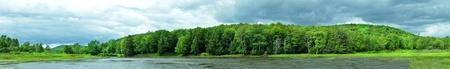 Panorama jeziora w północnej części stanu Nowy Jork. Zdjęcie Seryjne