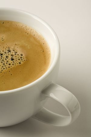 Espresso met crema geïsoleerd op wit