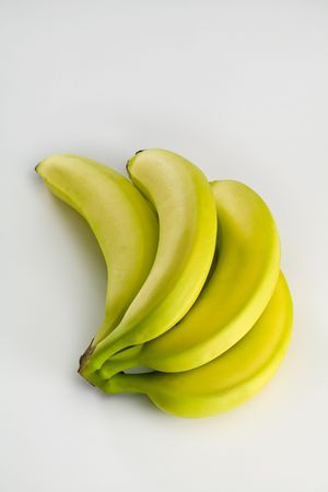Vijf Perfect Bannanas. Caption = Losse op witte achtergrond horizont aal Stockfoto