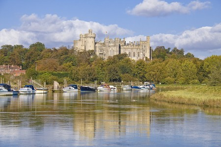 Arundel Castle and autumn, fall reflected in the River Arun Stock Photo