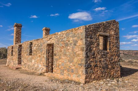 ranges: Outback South Australia the old Kanyaka Homestead sits abanded in the Flinders Ranges National Park Archivio Fotografico