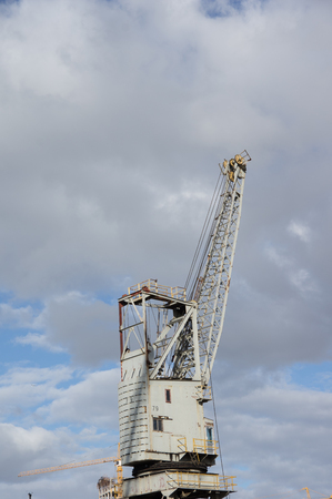 jib: Waterfront Tower Crane sits idle and unused at Table Bay Harbour Cape Town Stock Photo