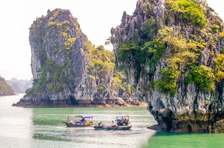 世界中からの観光客を集めている北ベトナムのハロン湾