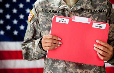 군인 : 분류 된 문서 보유