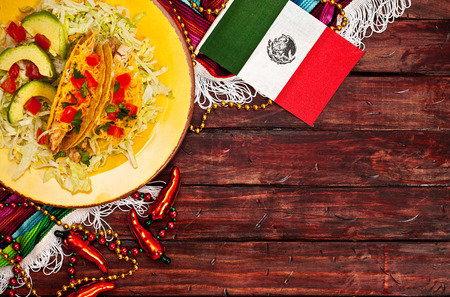 Cinco De Mayo Background With Tacos And Flag Standard-Bild