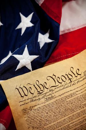 constituci�n pol�tica: Constituci�n: Vista desde arriba de los EE.UU. Constituci�n y Bandera
