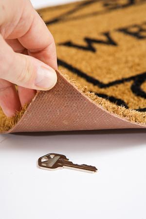 Door Mat: House Key Hidden Under Door Mat Standard-Bild