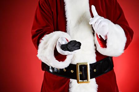 산타 : 버릇없는 사람들이 크리스마스 석탄을 가져옵니다.