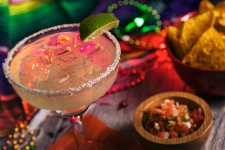Een reeks achtergrondafbeeldingen voor Cinco De Mayo fiesta feesten. Margaritas, Tacos, Serape, Lichten, en nog veel meer. Zeer feestelijk.