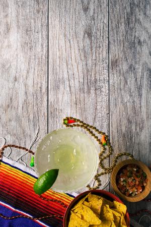 Cinco De Mayo 축제 축하를위한 일련의 배경 이미지. 마가리타, 타코, serape, 조명, 그리고 더. 매우 축제.