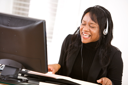African American woman as a customer service representative in an office environment. Stockfoto
