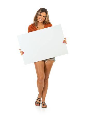 Frau in Freizeitkleidung auf weißem Hintergrund in verschiedenen Posen.