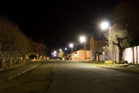 in disrepair: Delapidated, piccola cittadina di strada, scena notturna - Colesberg Sud Africa