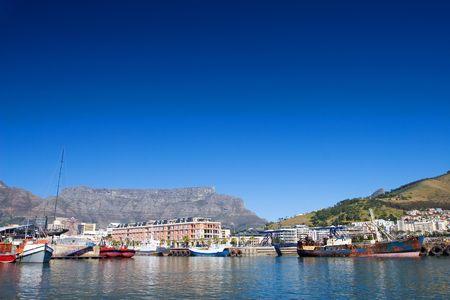 shackled: Barcos en el puerto de Ciudad del Cabo, Sud�frica