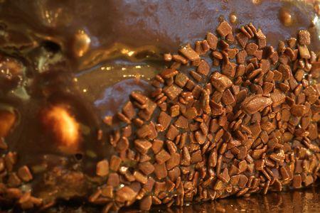 patisserie: Scaglie di cioccolato sul lato di una torta in una pasticceria francese e Chocolaterie - Medium profondit� di campo, copia spazio