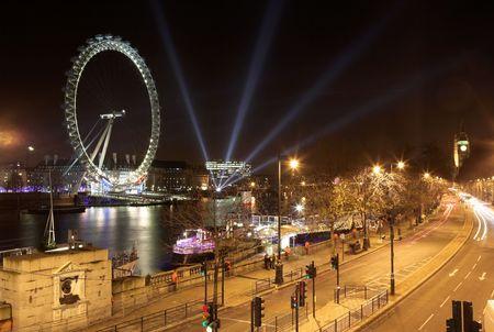 london eye: Cityscape at nighttime  in London.