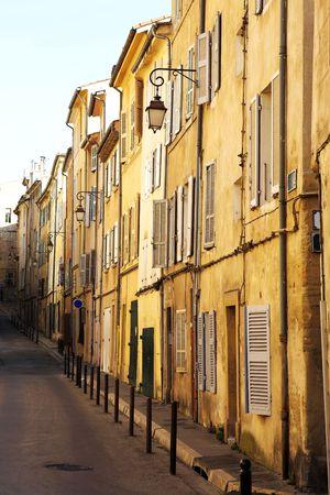 backstreet: Un patio en Aix-en-Provence, Francia Foto de archivo